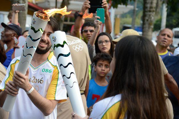 revezamento-da-tocha-olimpica-em-paraty-no-estado-do-rio-de-janeiro