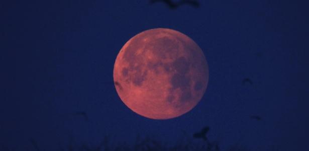 eclipse-lunar-penumbral-e-visto-em-lahore-paquistao-1486807543740_615x3004