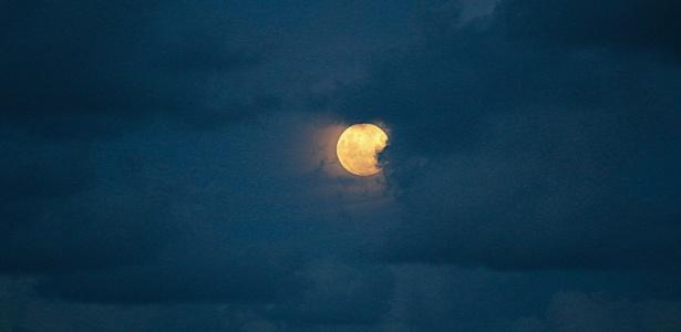 eclipse-lunar-penumbral-visto-de-itapema-sc-1486806984552_615x300