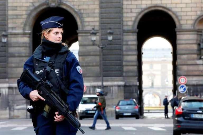 louvreparisterrorismopoliciaefe