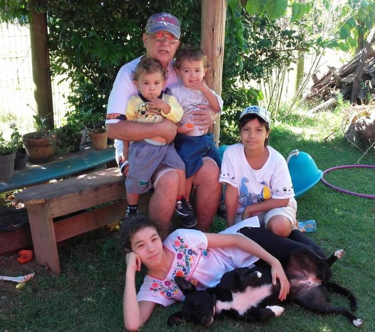 vovô hermano e os netinhos em Floripa