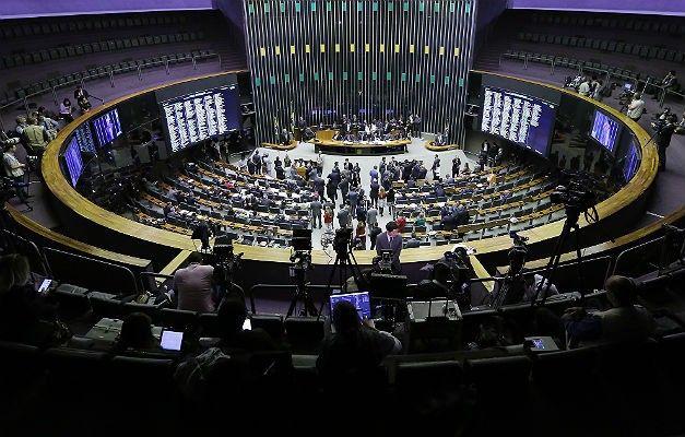 deputados-vao-votar-texto-que-cria-fundo-para-financiar-as-campanhas-ele